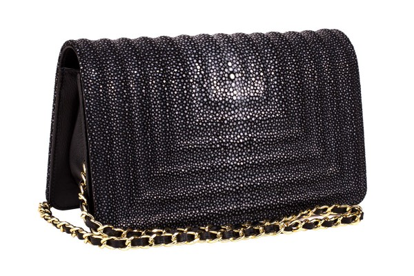 Kara stingray bag with chain