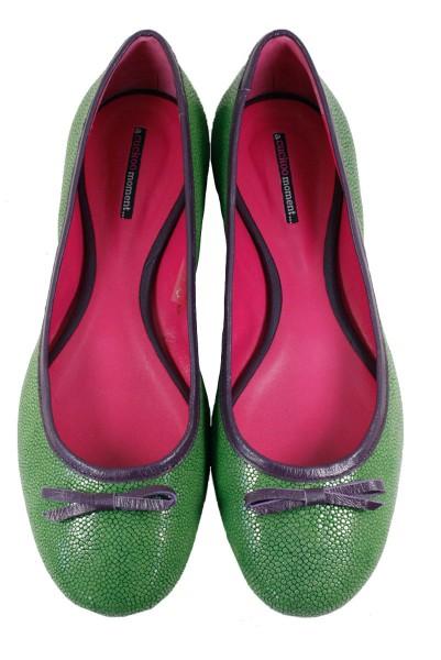 Ballerinas aus Rochenleder hell grün