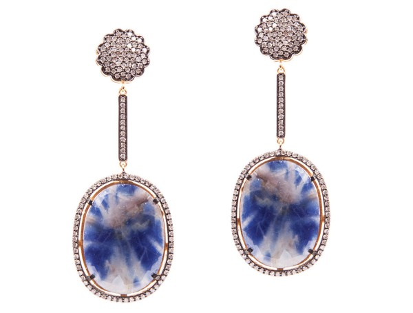 Saphira earrings with sapphire discs surounded with diamonds