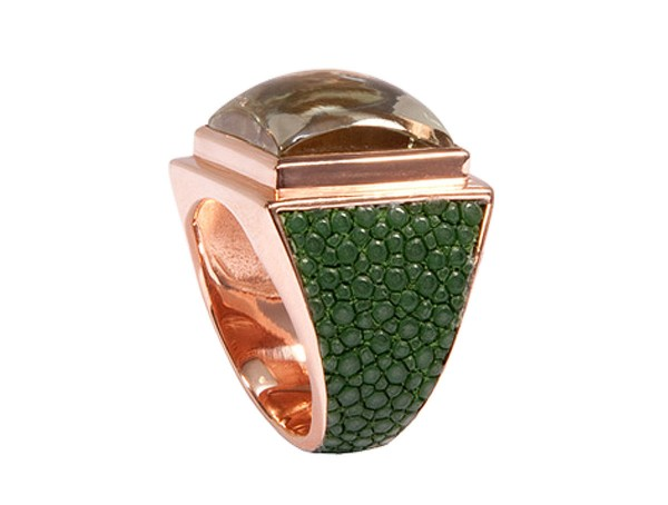 CUBE ring with prasioloth and shagreen leather sapin green @a-cuckoo-moment