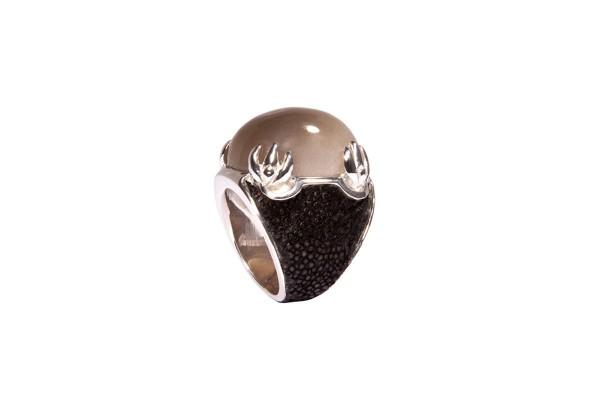 Daiquiri - Ring aus 925er Sterling Silber rhodiniert mit echtem grauen Mondstein und Rochenleder a-cuckoo-moment