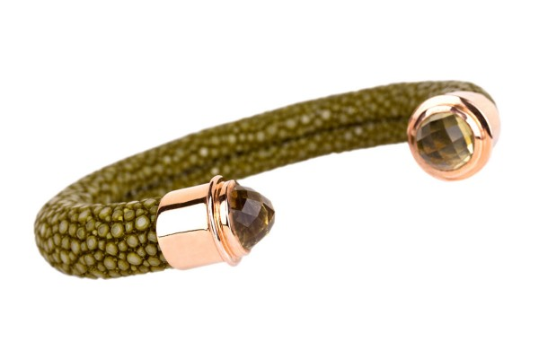 Tango bangle in stingray leather kiwi with gold plated silver cap with lemon quartz cabochon facet @a-cuckoo-moment