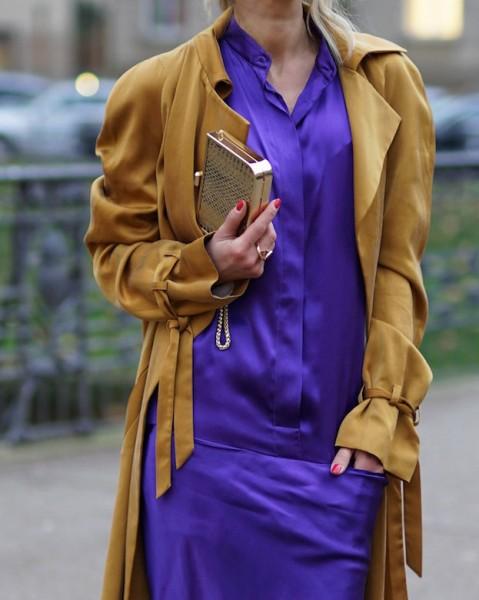 Gitta Banko mit Scarlet Mini Clutch mit goldenem Leder @a-cuckoo-moment