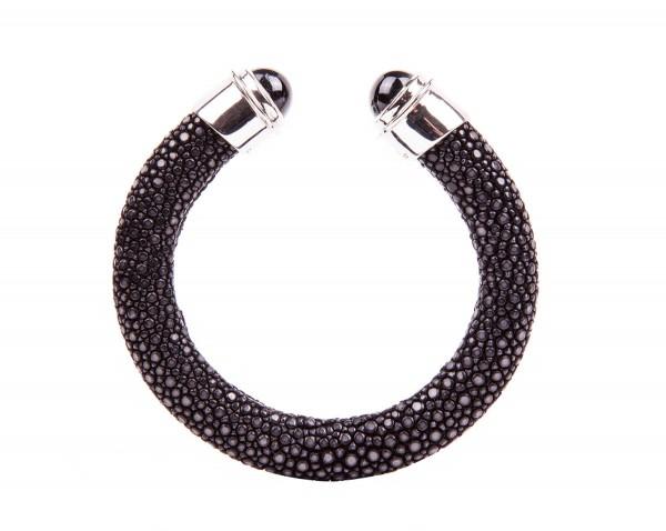 Stingray bracelet with star sapphire silver caps