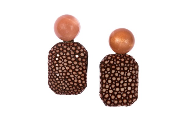 Gracy earrings with peach moonstone and stingray leather brown