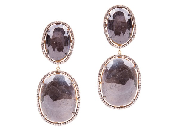 Saphira earrings with sapphire discs surounded by diamonds