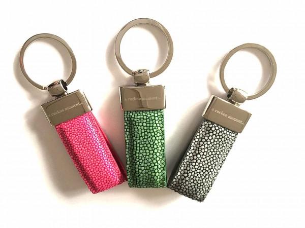 Schlüsselanhänger silberfarben mit Rochenleder viele Farben a-cuckoo-moment