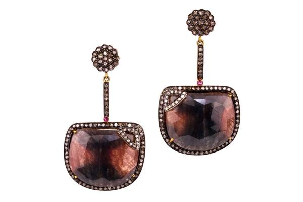 Saphira earrings with sapphire discs and diamonds