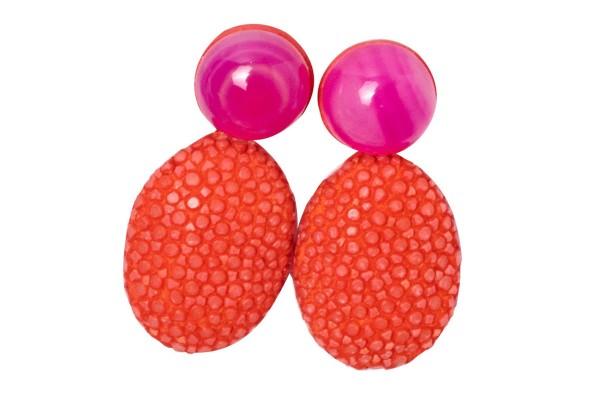 Kleine Ohrringe aus Rochenleder mit pinkem Ahat
