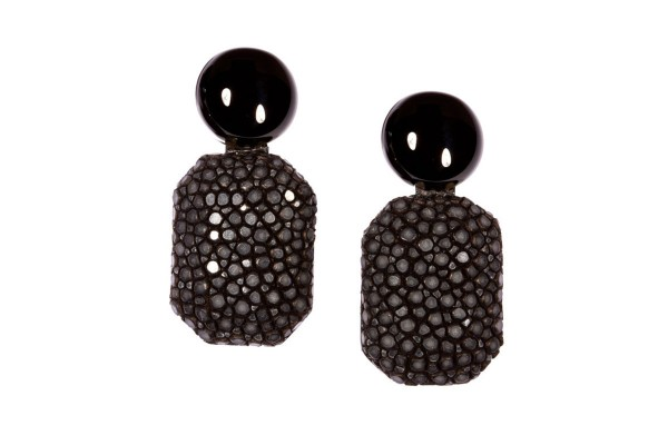 Gracy earrings with onix and stingray black